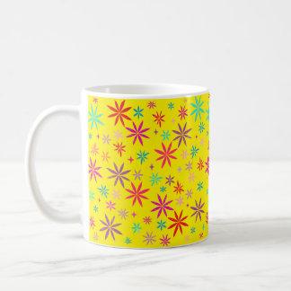 Caneca De Café Chá da flor no amarelo