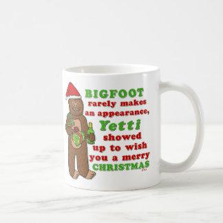 Caneca De Café Chalaça engraçada de Sasquatch do Feliz Natal de