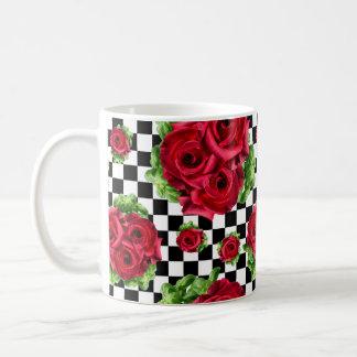 Caneca De Café Checkered Rockabilly do amor floral do buquê das