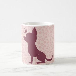 Caneca De Café Chihuahua majestosa no impressão cor-de-rosa do