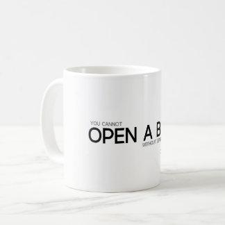 Caneca De Café CITAÇÕES: Confucius: Abra um livro