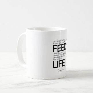Caneca De Café CITAÇÕES: Confucius: Ensine-o, salvar sua vida