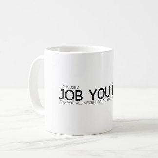 Caneca De Café CITAÇÕES: Confucius: Escolha um trabalho que você