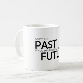 Caneca De Café CITAÇÕES: Confucius: Estude o passado