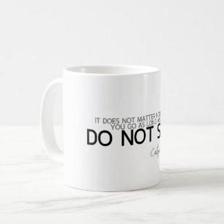 Caneca De Café CITAÇÕES: Confucius: Não pare