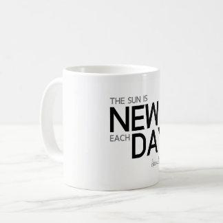 Caneca De Café CITAÇÕES: Heraclitus: O sol é novo cada dia