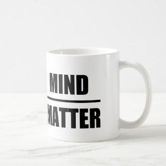 Caneca De Café Citações inteligentes: Mente sobre a matéria