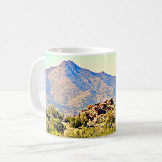 Caneca de café clássica da paisagem do Saguaro do