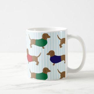 Caneca de café clássica dos cães bonitos coloridos