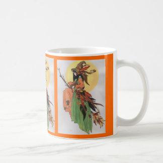 Caneca De Café Colagem da bruxa do outono com penas
