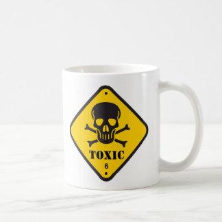 """Caneca de café com signage """"tóxico"""""""