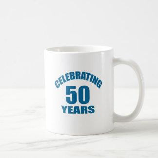 Caneca De Café Comemorando 50 anos de design do aniversário