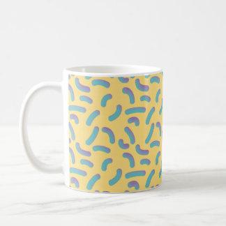 Caneca De Café Confetes do amarelo 3D do estilo de Memphis