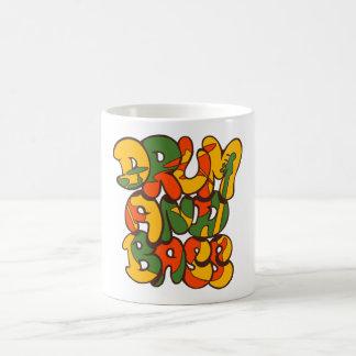 Caneca De Café cor da reggae do cilindro e do baixo - logotipo,
