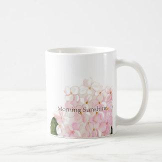 Caneca de café cor-de-rosa do Hydrangea