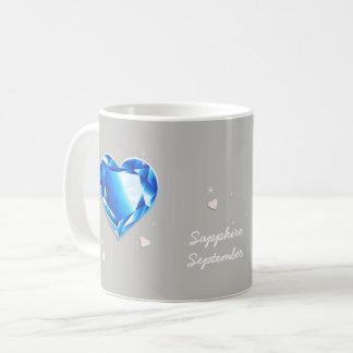 Caneca De Café Coração azul da safira de Birthstones setembro