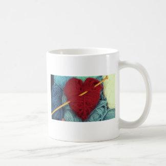 Caneca De Café coração bonito de lãs com a fotografia da agulha