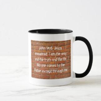 Caneca de café da campainha da parede de tijolo do