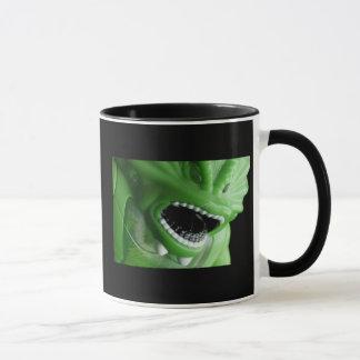 Caneca de café da coisa do pântano