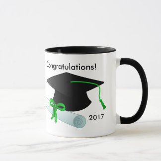 Caneca de café da graduação com boné e diploma
