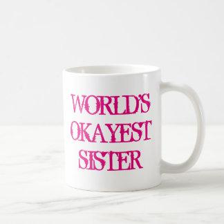 Caneca de café da irmã de Okayest dos mundos