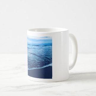 Caneca de café da linha costeira