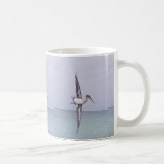 Caneca de café da praia do pelicano