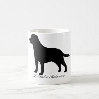 Caneca de café da silhueta do preto do cão de