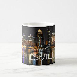Caneca de café da skyline de Louisville com flor