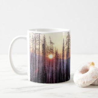 Caneca de café da tarde do inverno da passagem da