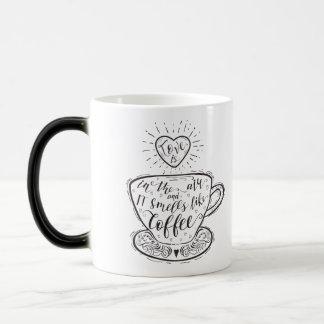 Caneca de café de dois tons: O amor está no ar