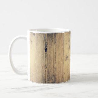 Caneca de café de madeira afligida resistida da
