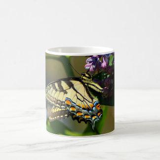 Caneca de café de Swallowtail do tigre