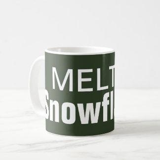 Caneca de café derretida dos flocos de neve