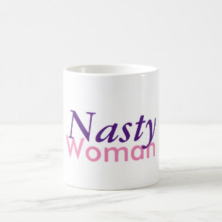 Caneca de café desagradável da mulher
