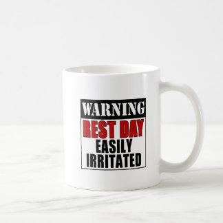 Caneca De Café Dia de resto de advertência irritado facilmente