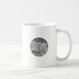 Caneca De Café Do círculo tocante do Brontosaurus do astronauta