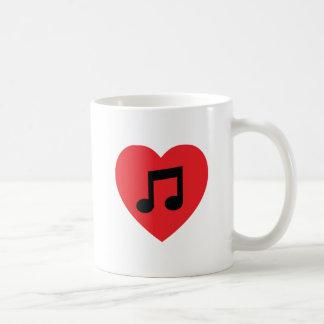 Caneca de café do coração da nota da música