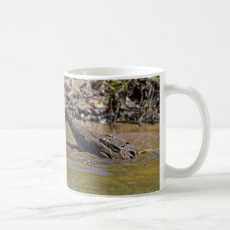 Caneca de café do crocodilo
