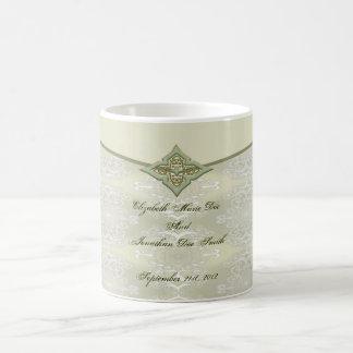 Caneca de café do damasco da data do casamento