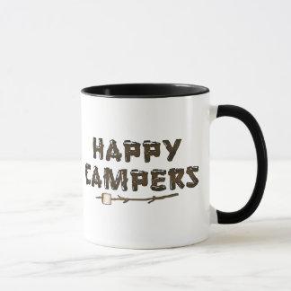 Caneca de café do divertimento dos campistas