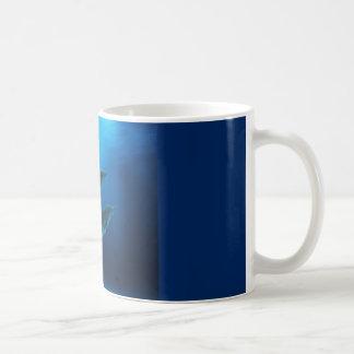 Caneca de café do golfinho