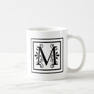 Caneca de café do monograma da letra M