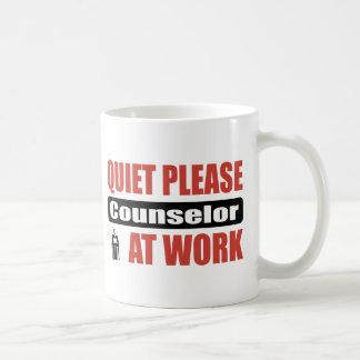Caneca De Café Do silêncio conselheiro por favor no trabalho