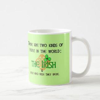 Caneca De Café Dois tipos das pessoas: Irlandês