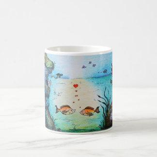 Caneca de café dos desenhos animados dos peixes do