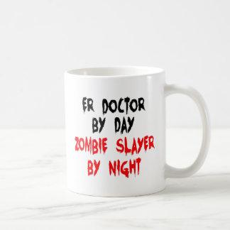 Caneca De Café Doutor do ER do assassino do zombi