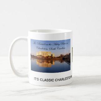 Caneca De Café É Charleston clássico
