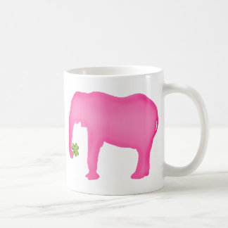 Caneca De Café Elefante cor-de-rosa com um trevo
