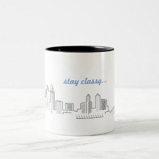 Caneca de café elegante da estada da skyline da